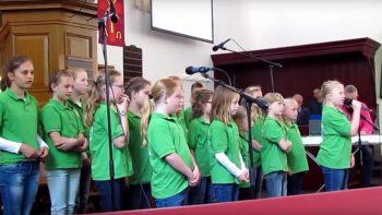 Optreden-Hervormde-Kerk-Hollandscheveld---Kinderkoor-Give-us-Peace